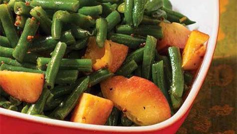 green bean and peach summer salad with vinaigrette